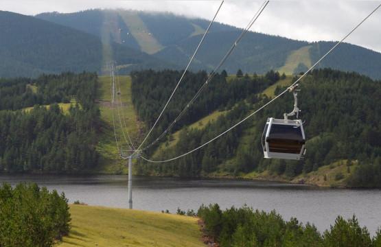 Gold-gondola-Zlatibor-pogled-na-tornik-i-jezero